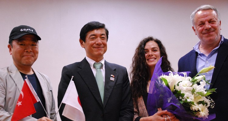 Hisashi Tsugiya, producer of the series, Akio Miyajima, Japanese Ambassador to Turkey, Ozge Ozpirincci, lead actress of Kadin (Woman) and Fatih Aksoy, CEO, Medyapim
