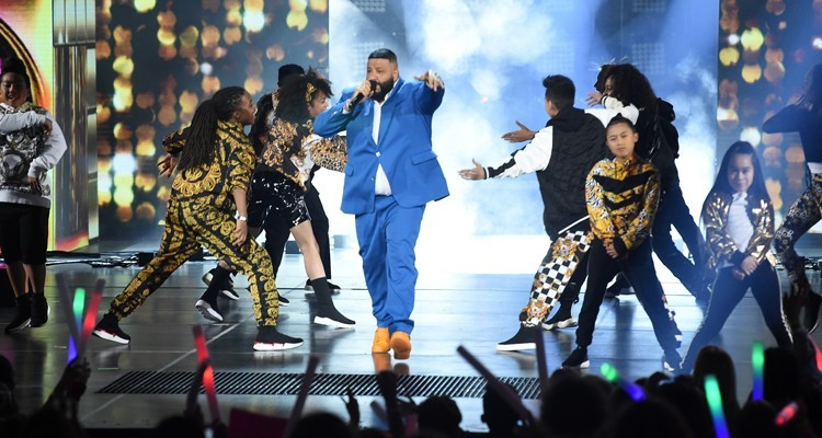 Host DJ Khaled en el show que ofreció en los Kids' Choice Awards 2019 en el Galen Center de Los Angeles, California (Foto: Kevin Winter/Getty Images)