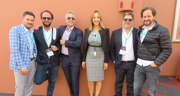 La producción original al siguiente nivel en Disney: Fernando Barbosa, SVP, con Mariana Pérez, líder de producción original, y Gonzalo Fiure, SVP y GM de canales, todos de Disney, y Alejandro Suaya, productor; Francisco Cordero, CEO de BTF Media, y Pablo Iacoviello, head of Latin America, Amazon Prime Video (bordes)