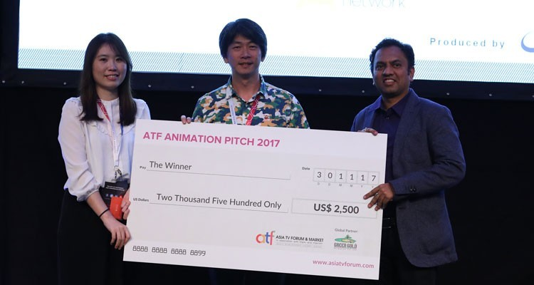 Grace Chuang and Chiu Li Wei from studio2 Animation Lab receiving the cheque from Rajiv Chilaka, Founder
